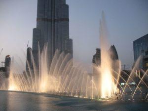 Фонтан Дубай - одна из достопримечательностей города