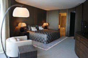 Спальня в отеле Armani