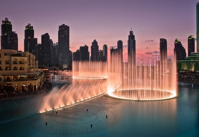 Общий вид на фонтан Дубай