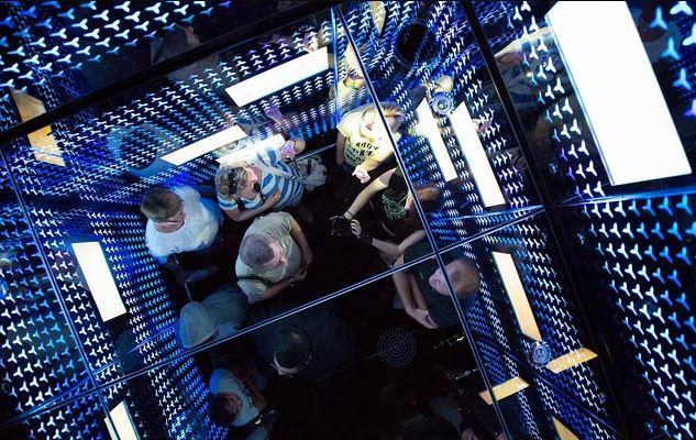 Лифт в Бурдж-Халифа